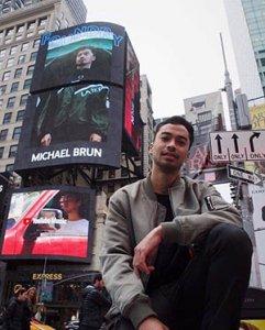 Brun Times Square Vert